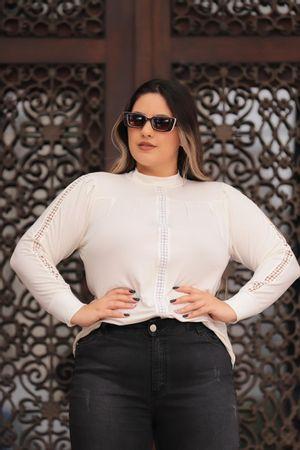 blusa-bolinha-de-lado-branco